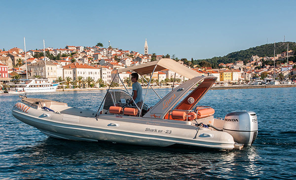 Make your vacation great with this Marlin 790 speed boat rental in Mali Losinj